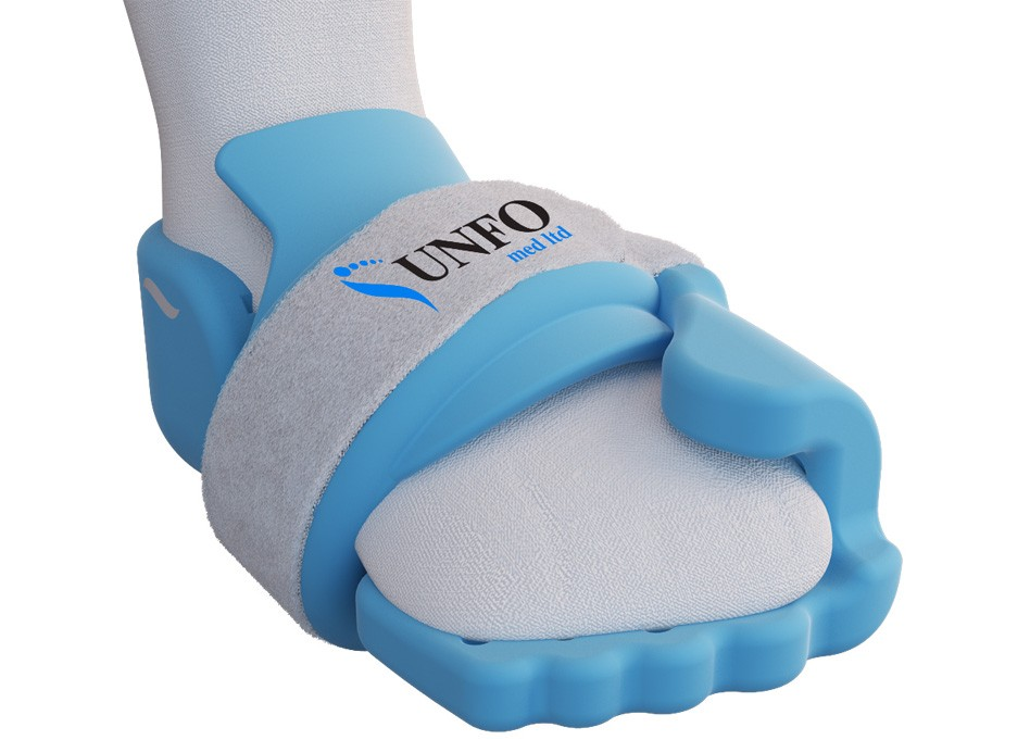 Demonstration of installation blue UNFO foot brace