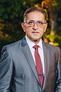 Dr Izak Daizade